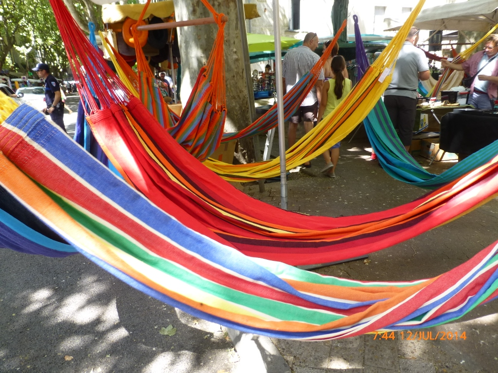 FRANÇA. OCCITÂNIA . UZÈS – Cultura, Compras e Boa Mesa.