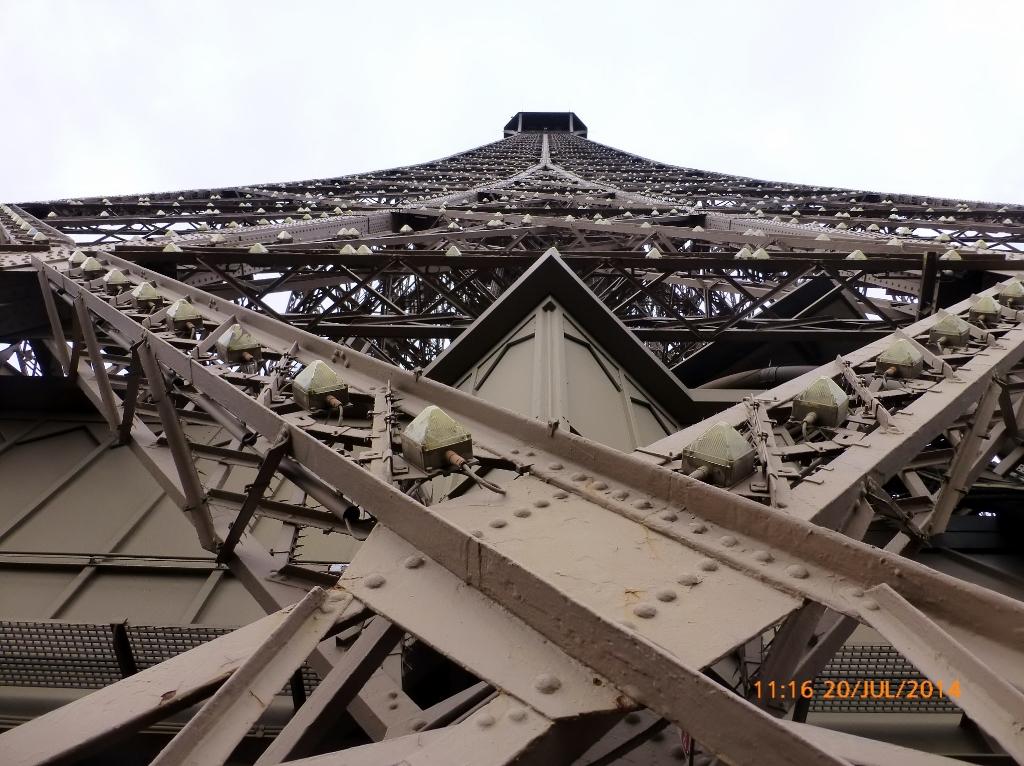 FRAÇA . PARIS – De Babel a Eiffel. O que as torres têm em comum?
