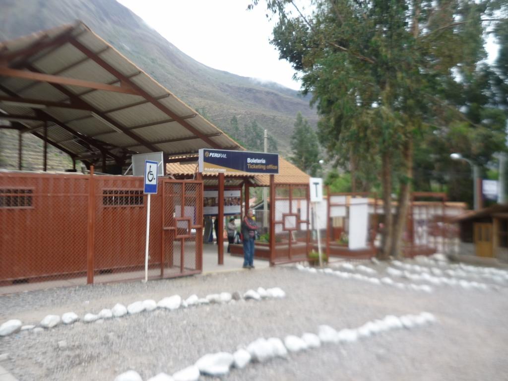 Bilheteria RailPeru em Ollantaytambo.