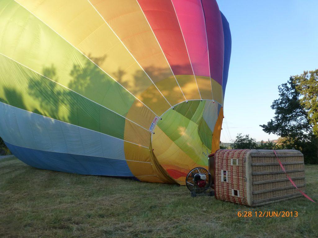 FRANÇA . PROVENCE . Passeio de Balão em ROUSSILLON . Participe De Todos Os Preparativos Para Decolagem e Pouso do Balão.