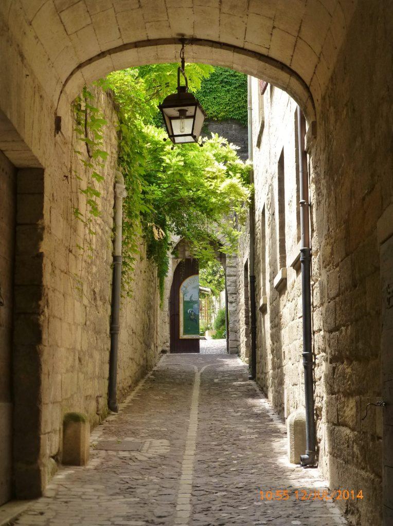 FRANÇA . UZÈS . Jardim Medieval . Passeio Dispensável.
