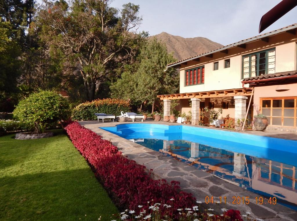 PERU . URUBAMBA . San Agustin Urubamba Hotel – Por fora, bela viola.