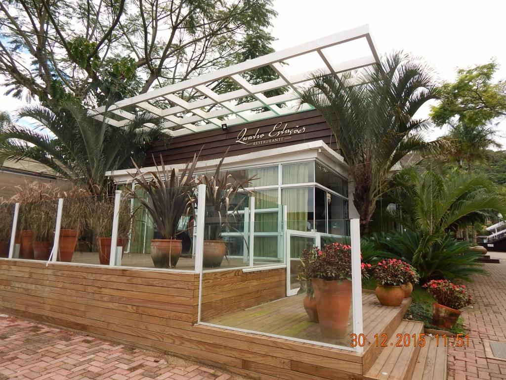 BRASIL . FLORIANÓPOLIS . Restaurante Quatro Estações. Decoração Ecológica, Descontração e Boa Mesa.