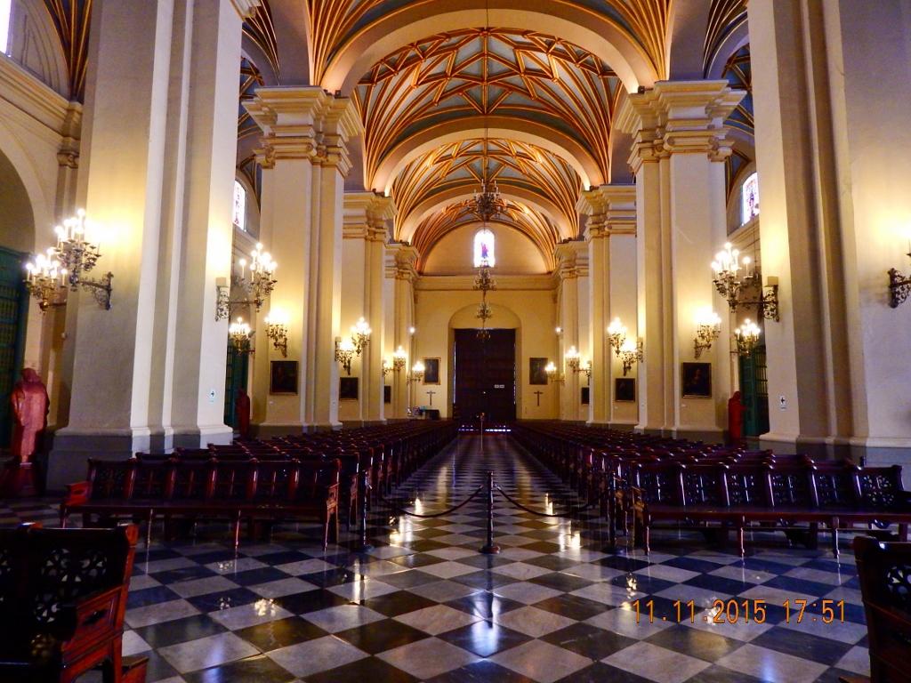 PERU . LIMA . Catedral – O Principal Monumento da PRAÇA MAYOR..
