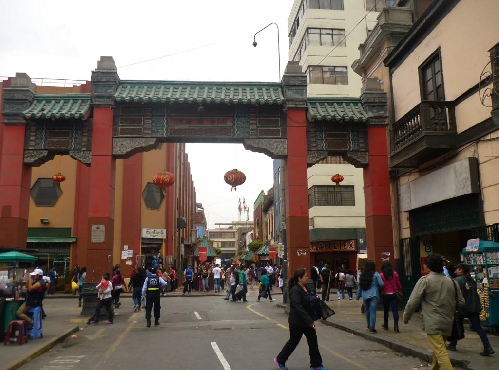 PERU . LIMA . Bairro Chinês e Mercado Municipal . Fui Uma Vez E Garanto Que Não Volto.