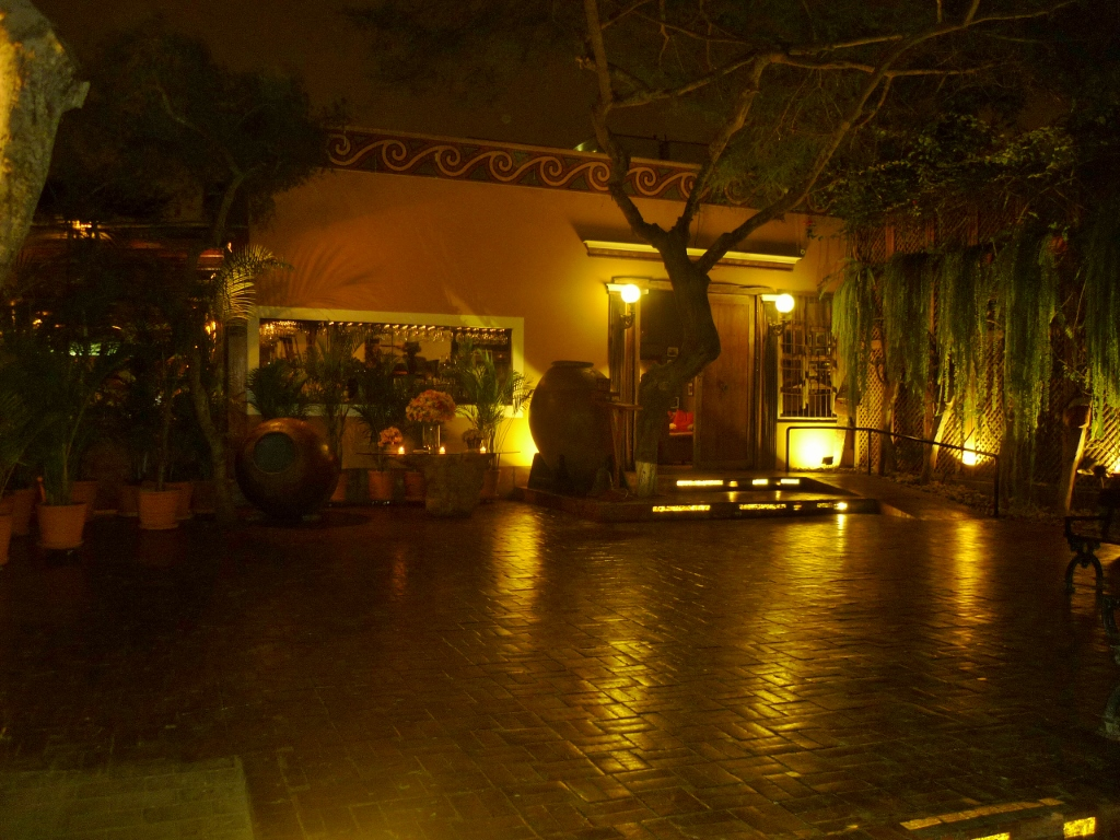 PERU . LIMA . Huaca Pucllana –  Sítio Arqueológico e Restaurante