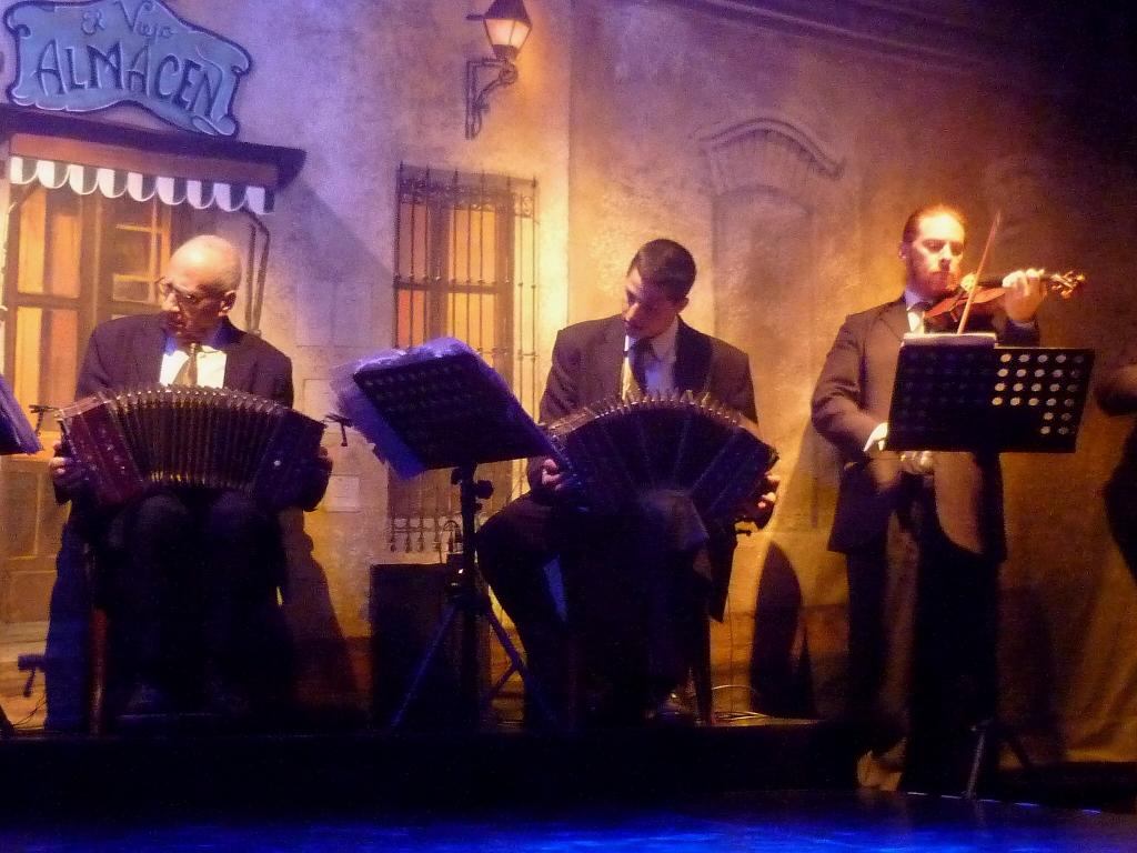 ARGENTINA . BUENOS AIRES – El Viejo Almazén. Excelente Show de Tangos