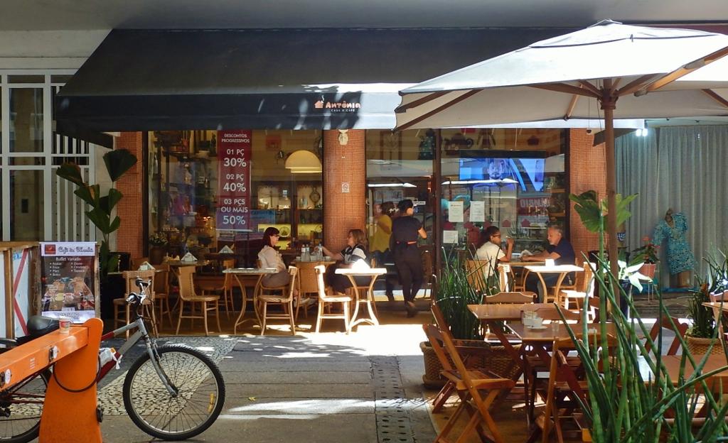 BRASIL . RIO DE JANEIRO . COPACABANA . Antônia Casa e Café.
