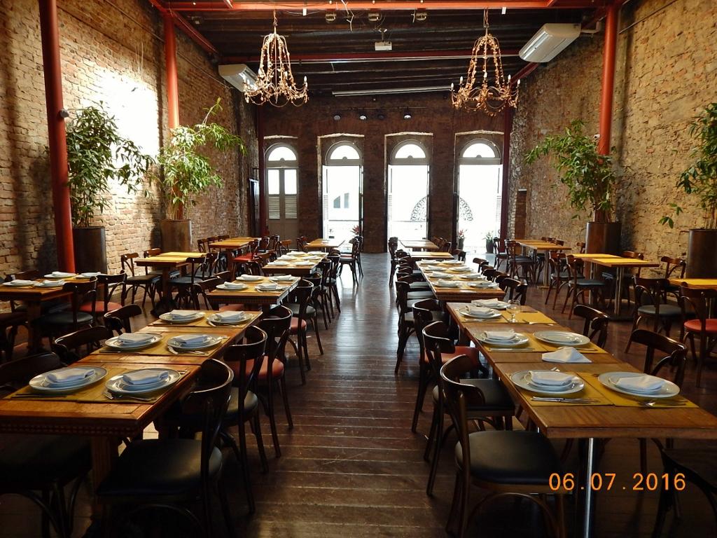 """BRASIL . RIO DE JANEIRO (CIDADE) . CAIS DO ORIENTE – """"O"""" Restaurante no Centro da Cidade."""