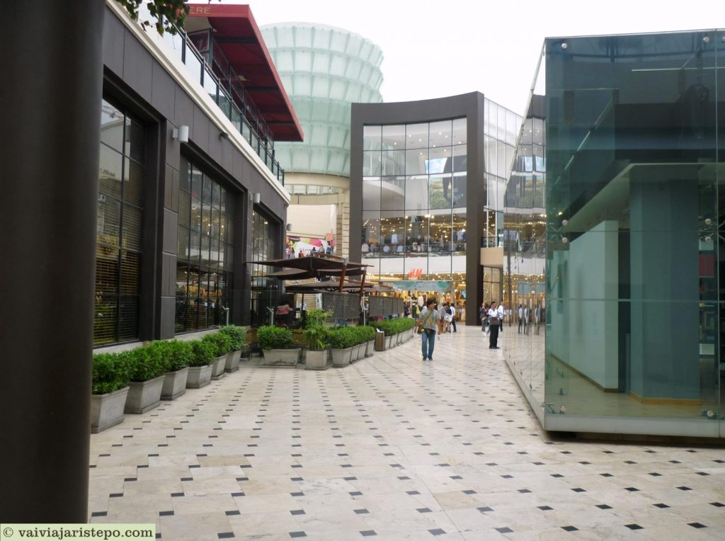 PERU. LIMA. Jockey Plaza – Um Mega Shopping Center